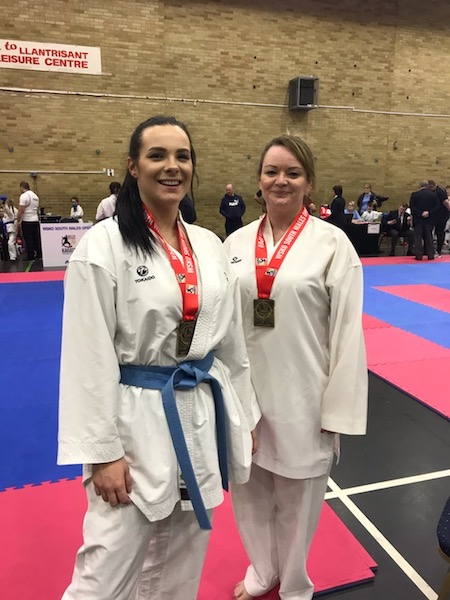Senior Female Team Bronze, Lauren Hayward, Emma Evans