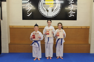 7 Blue Belts Maddie Bater, Cooper Hughes, Eliska Richards